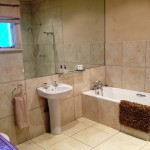 Arum Hill Self Catering Bathroom (2)