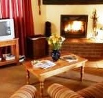 Bellwood HADEDA COTTAGE - LOUNGE WITH COSY FIREPLACE